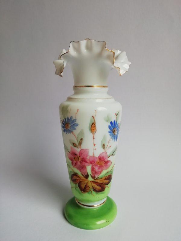 Skleněná váza s motivem květů