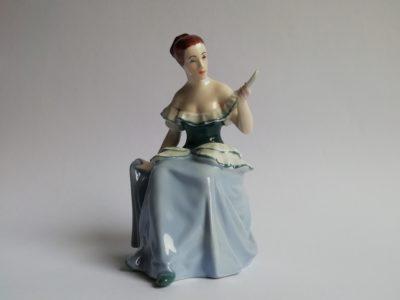 Sedící dáma - figura Dux