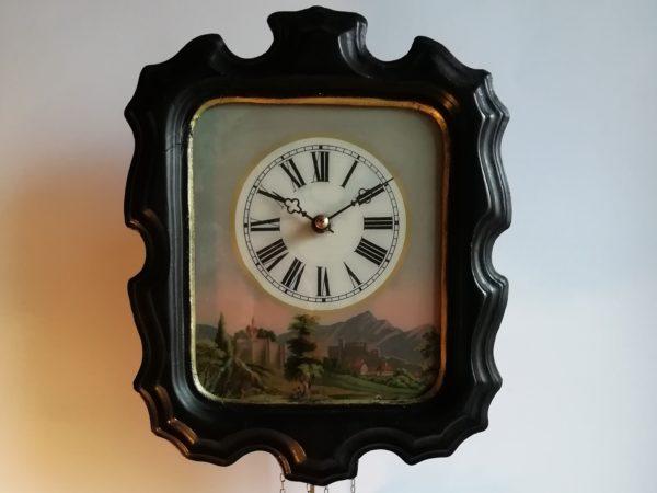 Nástěnné řetízkové hodiny
