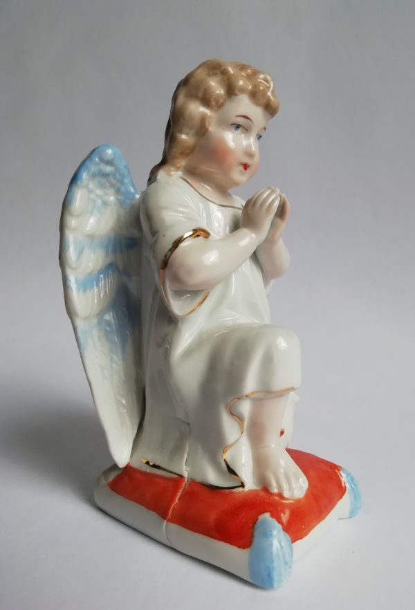 Klečící anděl - porcelán